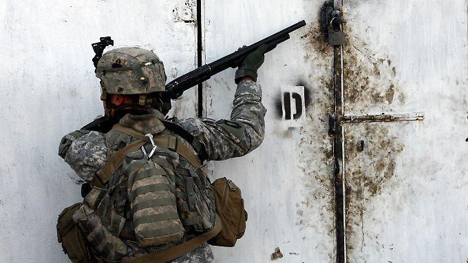US-Soldaten befreien mehrere Geiseln im Irak. Das Gefecht soll Stunden gedauert haben.