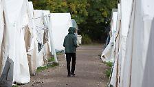 Die Flüchtlinge, die den Weg nach Deutschland gefunden haben, müssen sich an die kalte Jahreszeit erst noch gewöhnen. Einige von ihnen haben kein festes Dach über dem Kopf.