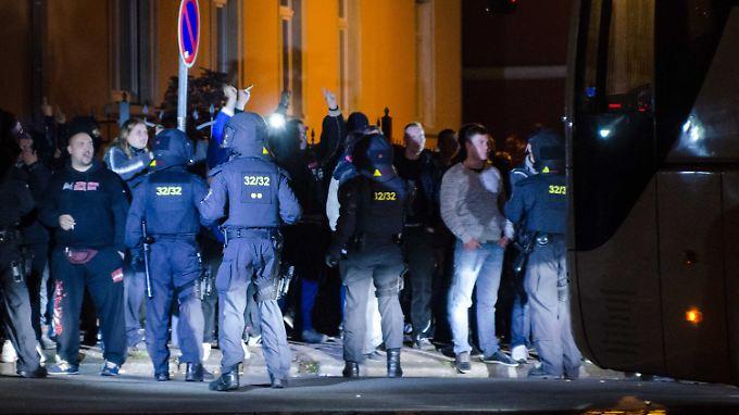 Zwei Hundertschaften waren im Einsatz, um etwa 400 Demonstranten unter Kontrolle zu halten.