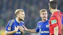 Unstrittig: Wolfgang Stark zeigt dem Schalker Johannes Geis die Rote Karte.