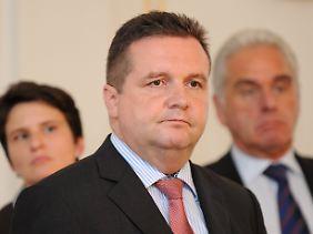 Ministerpräsident Mappus ruft alle Beteiligten zur Deeskalation auf. An Stuttgart 21 will er festhalten.