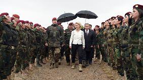 Verteidungsministerin im Irak: Von der Leyen will neue Waffenlieferung prüfen