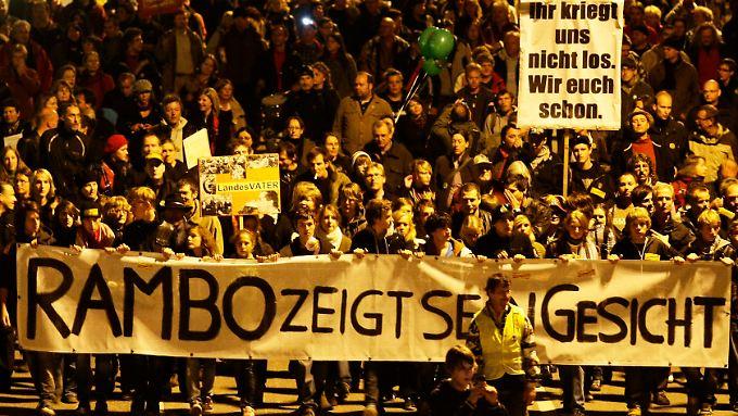 Zehntausende auf der Straße: Der Protest richtete sich vor allem auch gegen das Vorgehen der Polizei am Donnerstagabend.