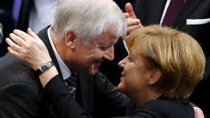 Die Stimmung zwischen Seehofer und Merkel scheint sich deutlich gebessert zu haben.