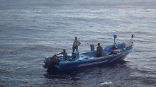Vier Wochen ohne Motor im Pazifik: Fischer von Marine aus Seenot gerettet