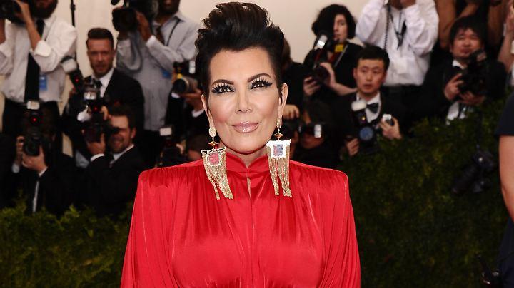 Kris Jenner ist die Strippenzieherin des Kardashian-Clans. Ihre Kinder navigiert sie mit Erfolg.