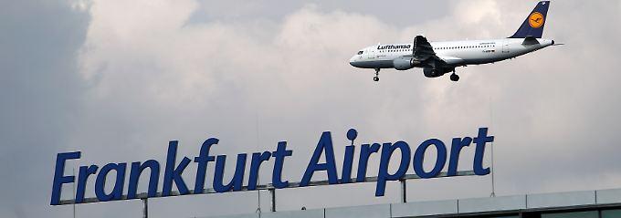 Fraport und Lufthansa sind wirtschaftlich eng verbunden: Die größte deutsche Airline ist Großkunde am größten deutschen Verkehrsflughafen.