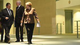 Merkel, Seehofer und Gabriel im Kanzleramt. Eine Einigung schon am frühen Abend war ursprünglich nicht erwartet worden.