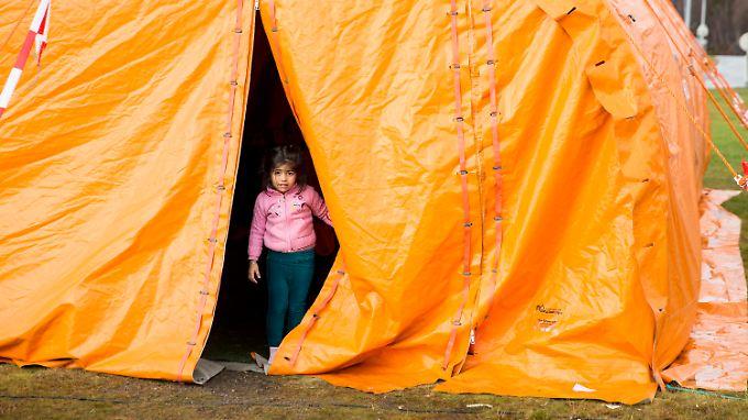 Ein Mädchen in einer Aufnahmestation für Flüchtlinge in der Grenzstadt Storskog im nördlichen Norwegen.
