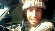 Für die Veröffentlichungen der Terrormiliz ließ sich Abaaoud regelmäßig ablichten. Dieses Bild zeigt einen Ausschnitt aus einem Video, in dem er einen Wagen fährt, der verstümmelte Leichen hinter sich herzieht.
