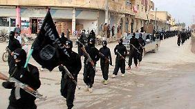 Kämpfer des IS im syrischen Rakka (Archivbild von 2014).
