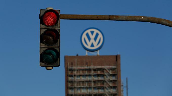 Ein Darlehen an VW, das im Zusammenhang mit dem Abgasskandal stehen könnte, sei bereits zurückgezahlt, sagt EIB-Chef Hoyer.
