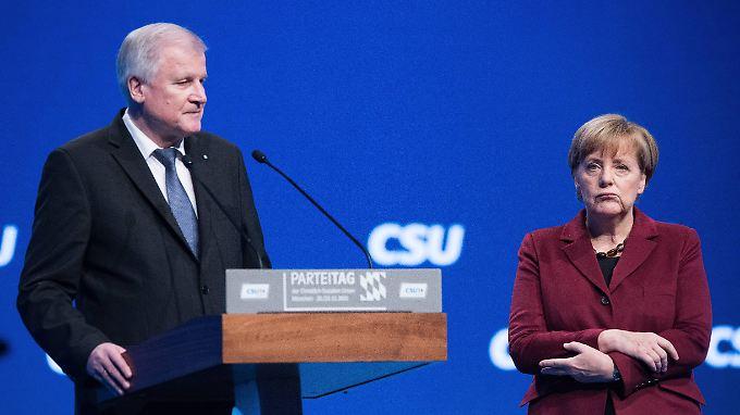 Nächste Runde im Flüchtlingsstreit: Beim CSU-Parteitag vergeht Angela Merkel das Lachen