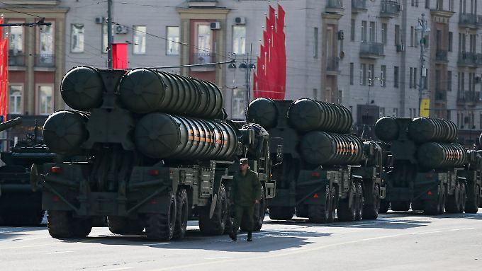 Das S-400-Luftabwehrsystem ist ein Vorzeigegerät auf russischen Militärparaden.