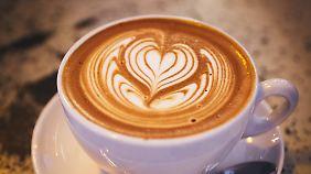 Schon der Anblick einer guten Tasse Kaffee kann die Laune verbessern.