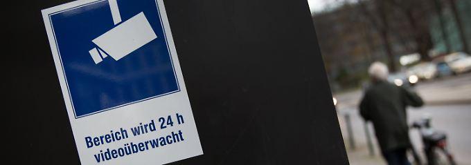 """""""Die gucken in meine Küche"""": Nachbarin klagt gegen Ministeriumskamera"""