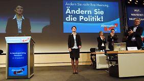 Demo vor AfD-Parteitag: Petry scheitert mit Vorschlag zur Flüchtlingspolitik
