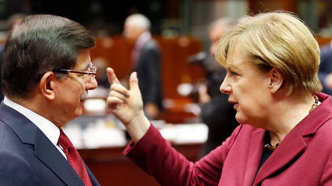 Kanzlerin Angela Merkel und der türkische Ministerpräsident Ahmet Davutoglu.