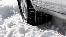 In Deutschland kosten fehlende Winterreifen maximal 80 Euro, im Ausland kann das deutlich teurer werden.