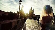 Mit Kleid und Schleier um die Welt: Die Braut, die keine ist