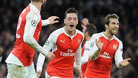 """Mesut Özil will Leicester """"zumindest fürs Erste von dieser unglaublichen Euphoriewelle herunterholen""""."""