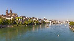Der Rhein bei Basel: Zwischen hier und Rotterdam ist er besonders stark mit Plastikteilchen verunreinigt.