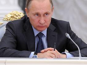 Wladimir Putin gibt seinem Finanzminister eine klare Anweisung.