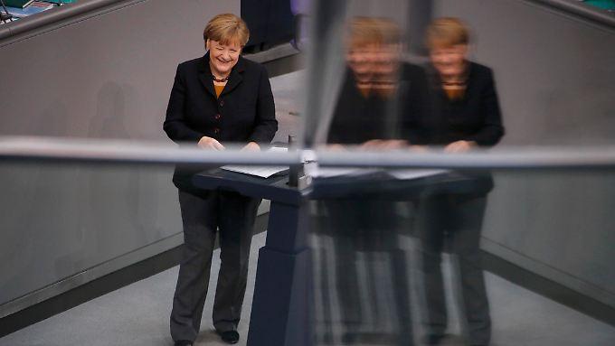 Angela Merkel ging sichtlich gut gelaunt in die Rede.