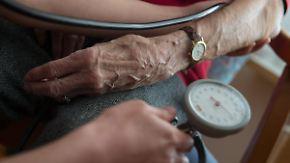 Kümmern oder kassieren? Ob abgerechnete Pflegeleistungen tatsächlich erbracht wurden, überprüfen die Behörden kaum.