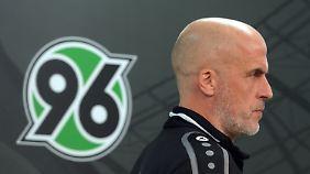Unter Michael Frontzeck erlebte Hannover eine fatale Hinserie, die sich nun unter Schaaf fortsetzt.
