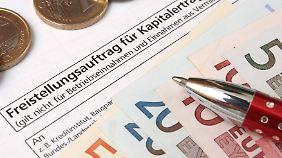 Wer sein Konto vor vielen Jahren eingerichtet hat, sollte sichergehen, dass die Bank die Steuer-ID hat.