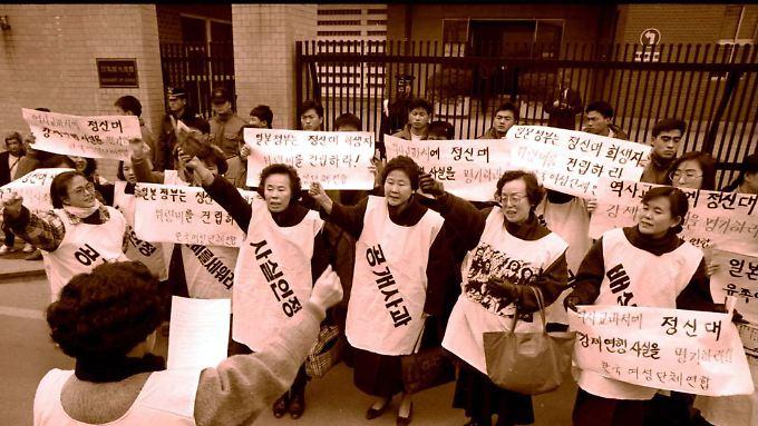 Opfer der Zwangsprostitution und Aktivisten demonstrieren seit 1992 fast jede Woche für eine Entschädigung. Hier ist ihr erster Protest vor der japanischen Botschaft in Seoul zu sehen.