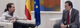 Das wird nichts: Spaniens Premier Rajoy im Gespräch mit Pablo Iglesias, dem Anführer von Podemos.