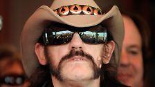 Gegen seine Herzprobleme bekommt Lemmy einen Defibrillator eingesetzt, er reduziert seinen Zigarettenkonsum und schwört dem Whisky ab.