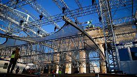 Die Bühne wird schon aufgebaut.