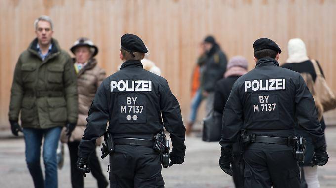 Auch am Neujahrstag zeigte die Polizei in München Präsenz.