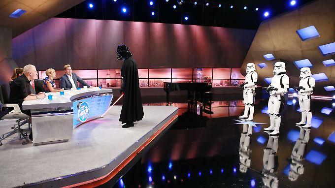 """Hoher Besuch bei """"Deutschland sucht den Superstar"""": Darth Vader hat seine Strumtruppler mitgebracht."""