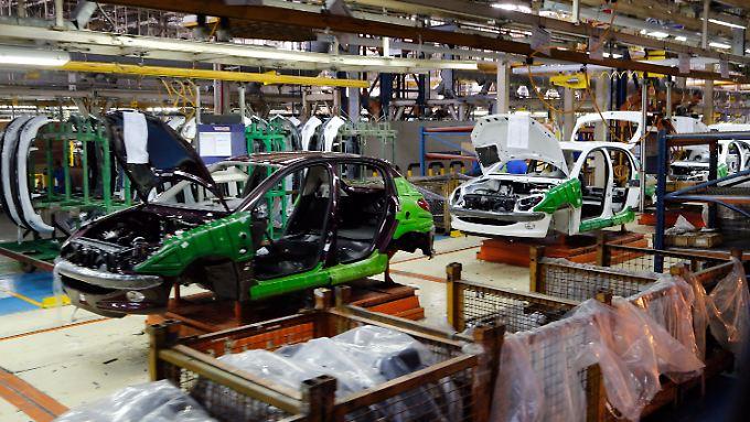 Autofabrik in Teheran: Iran Khodro ist der größte Hersteller des Iran und fertigt hauptsächlich französische Autos, könnte aber zukünftig auch mit Volkswagen zusammenarbeiten.