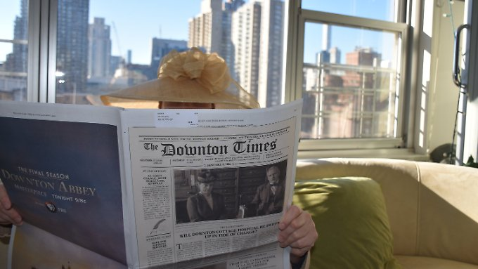 "Alte Zeitung in moderner Kulisse - ""The Downton Times""."