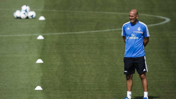 Zinédine Zidane hat Erfahrung als Cheftrainer - allerdings nur mit der zweiten Mannschaft von Real Madrid.