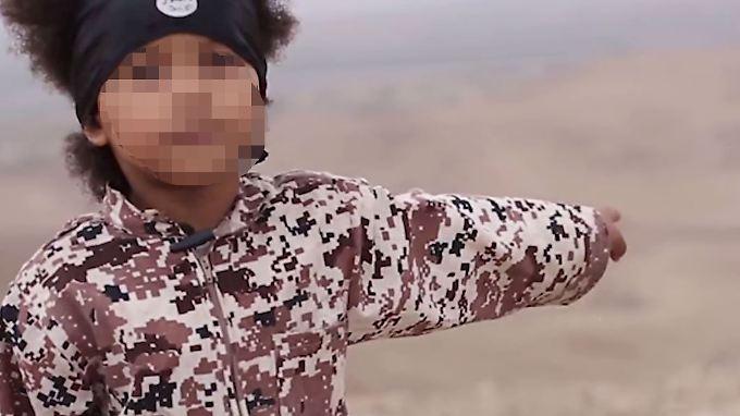 Der erst vier Jahre alte Isa Dare taucht am Ende des jüngsten Propaganda-Videos des IS auf.