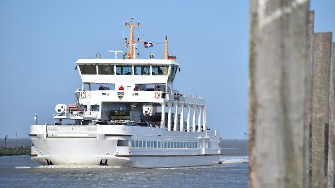 Die Nordseefähre MS Frisia II wiegt einige hundert Tonnen.