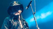 """Stoßt mit uns an"": Lemmys Begräbnis live auf Youtube"