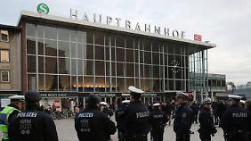 Die Kölner Polizei verstärkt derzeit ihre Präsenz am Hauptbahnhof.