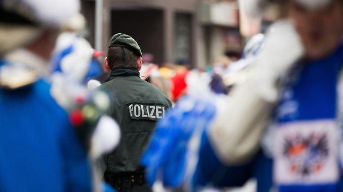 Als Reaktion auf die Übergriffe vor dem Kölner Hauptbahnhof will die Stadt ihre Sicherheitsvorkehrungen für Großveranstaltungen verschärfen.