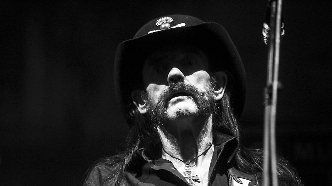 Promi-News des Tages: Verstorbener Lemmy Kilmister soll im Periodensystem verewigen werden