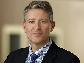 Matthias Jahn lehrt Strafrecht an der Universität Frankfurt und ist Richter am Oberlandesgericht in Frankfurt am Main.