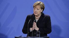Zwei Verdächtige festgenommen: Merkel will nach Silvester-Übergriffen klare Zeichen setzen