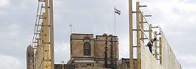 Ausstehende können keine Beschädigungen an der iranischen Botschaft im Jemen erkennen.