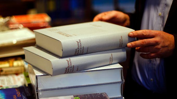 """Die gebundene Ausgabe von """"Mein Kampf"""" erscheint als kommentierte Edition."""